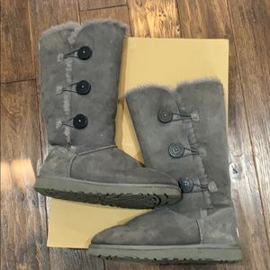 Ugg Bailey button triplet 1873 with grey